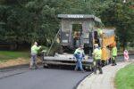 Wąbrzeźno. Na ul. Legionistów wylewają pierwszą warstwę asfaltu - 8.10.2020 r. 2